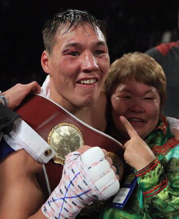 Россиянин Руслан ПРОВОДНИКОВ стал чемпионом мира по версии WBO в категории до 63,5 килограмма, победив американца Майка Альварадо. Фото AFP.