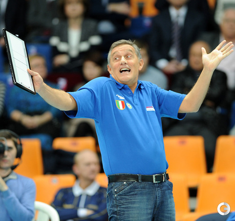 Бывший тренер сборной России, наставник итальянок Джованни Капрара.