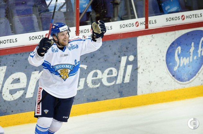 Нападающий сборной Финляндии Лео КОМАРОВ. Фото AFP.