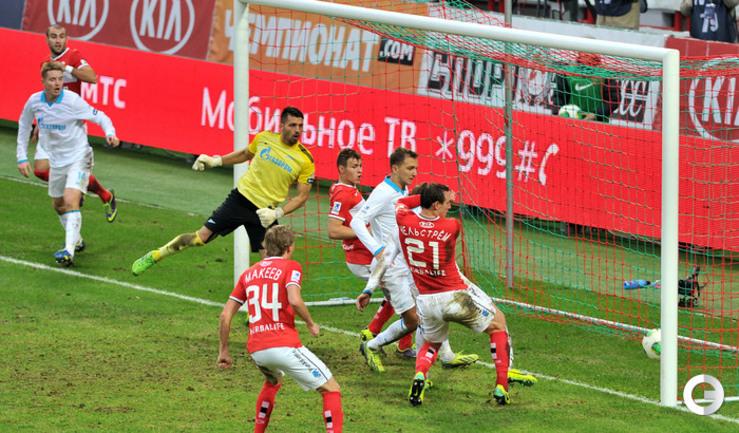 Юра Мовсисян забивает первый гол.