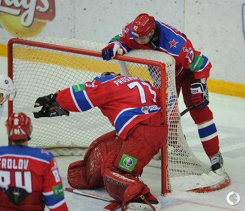 Илья Проскуряков пропускает последний гол.