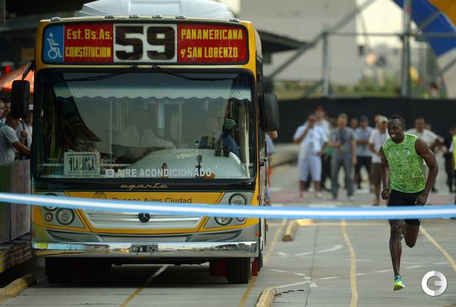 Усэйн Болт устроил гонку с автобусом