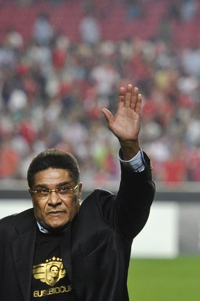 Великого португальского футболиста Эйсебио не стало в ночь на 5 января 2014 года. Причина смерти - остановка сердца. .
