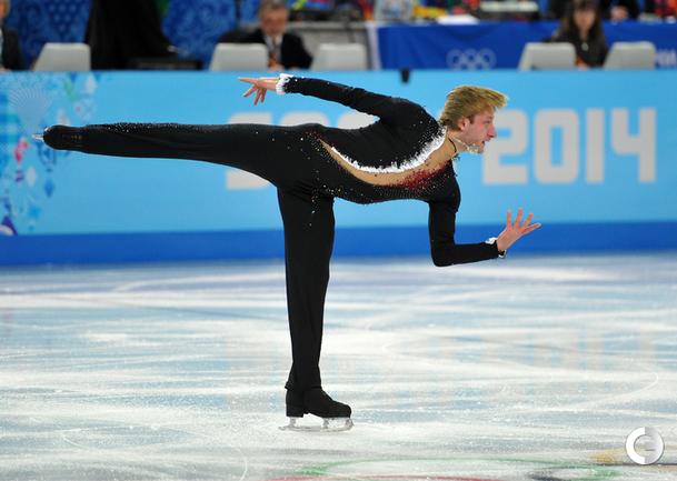 Плющенко - второй в короткой программе командного турнира