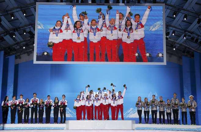 Российским фигуристам вручили золотые медали