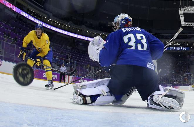 Швеция - в полуфинале хоккейного турнира в Сочи