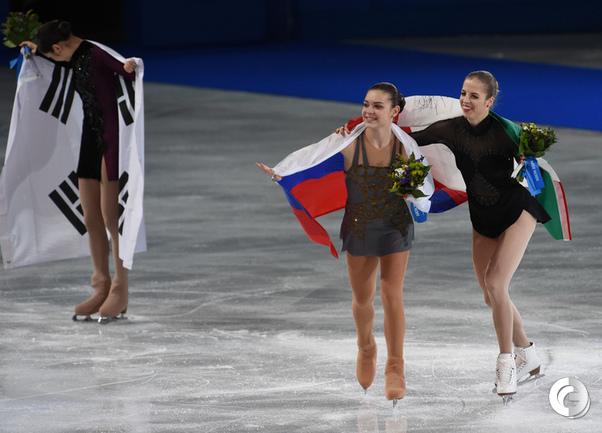 "Аделина СОТНИКОВА (в центре). Фото Александр ФЕДОРОВ, ""СЭ"""