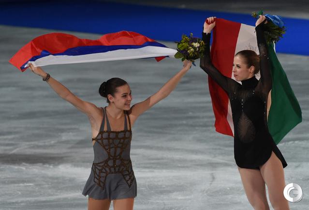 """Аделина СОТНИКОВА (слева). Фото Александр ФЕДОРОВ, """"СЭ"""""""