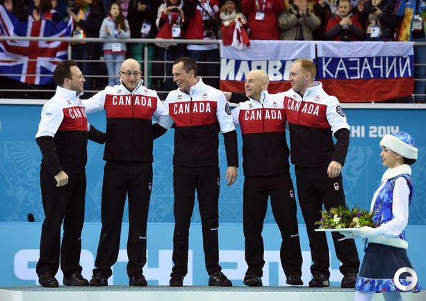 Канада - олимпийский чемпион в мужском керлинге Фото AFP