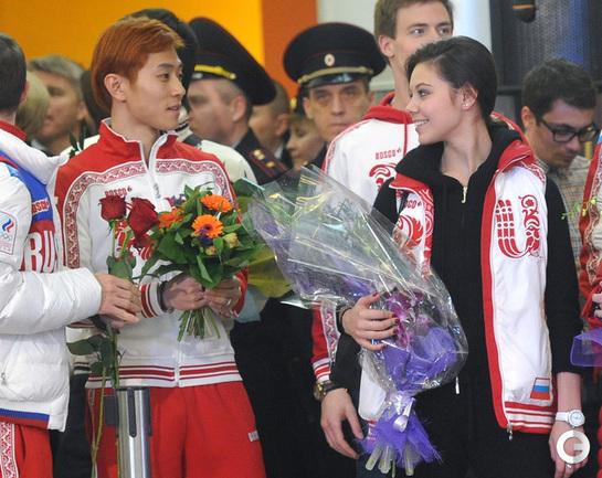 Российские чемпионы Олимпиады вернулись в Москву