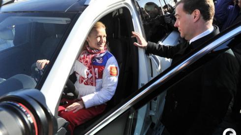 Медалисты получили ключи от автомобилей