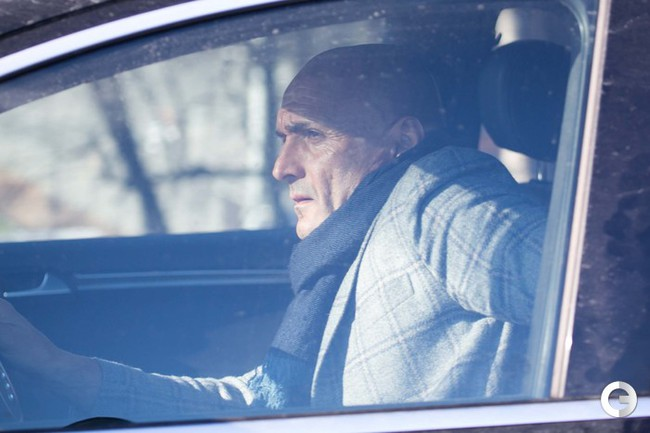 """Сегодня. Лучано Спаллетти покидает базу """"Зенита""""."""