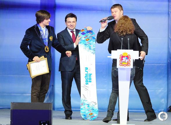 Уайлд подарил губернатору Подмосковья сноуборд