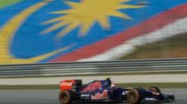 Росберг - лучший во вторых заездах в Малайзии, Квят - 14-й