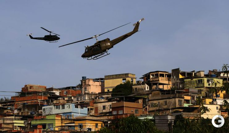 В Рио войска зачищают трущобы с помощью броневиков и вертолетов