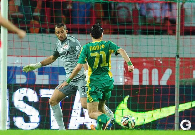 Ивелин Попов забивает первый гол.