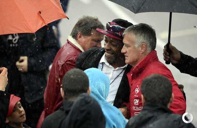 Дождь не помешал тренировке сборной Франции