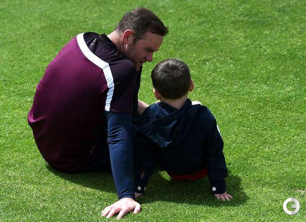 Руни вместе с сыном на тренировке сборной Англии