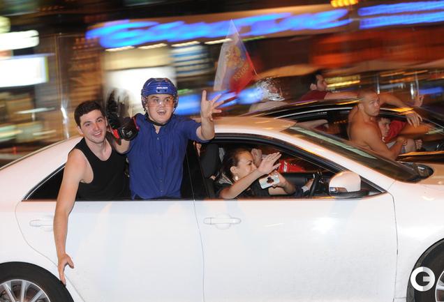 Ночная Москва празднует победу хоккеистов на ЧМ