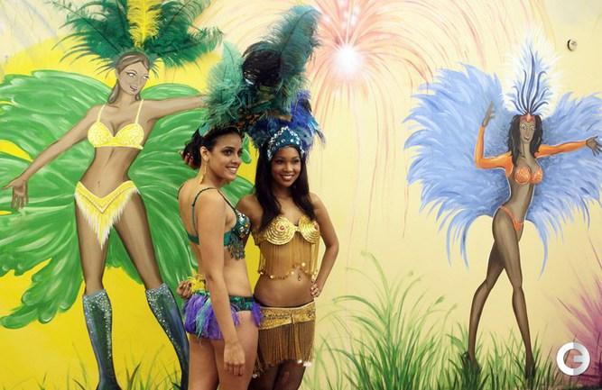 Зажигательные танцы обнаженных бразильянок