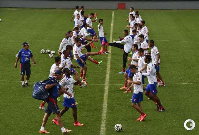 На тренировке сборных Коста-Рики и Камеруна