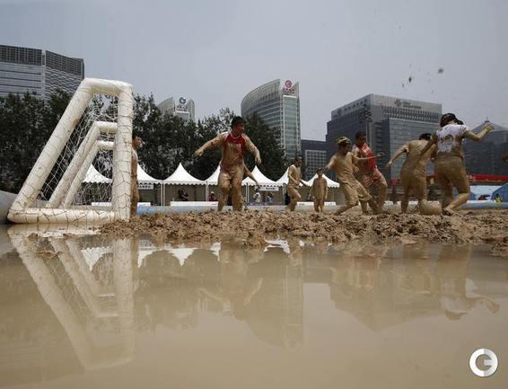 Грязный футбол в Пекине