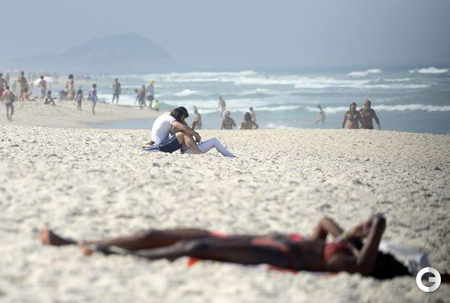Жиру расцеловал жену на пляже Копакабана