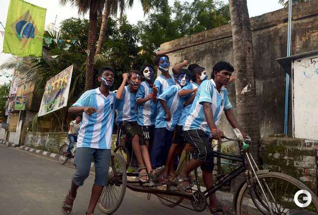 Болельщики торопятся на матч Голландия - Аргентина