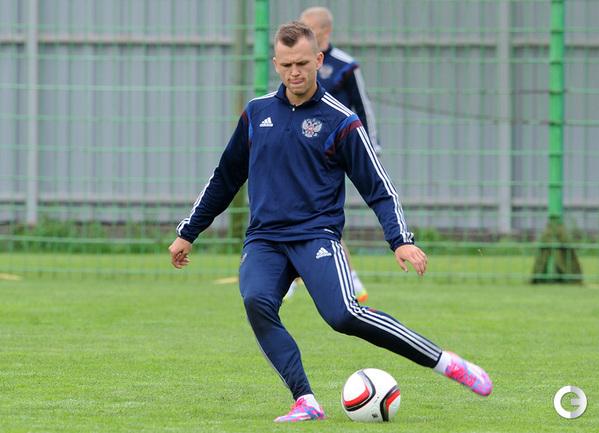 Денис Черышев тренируется со сборной России в Новогорске