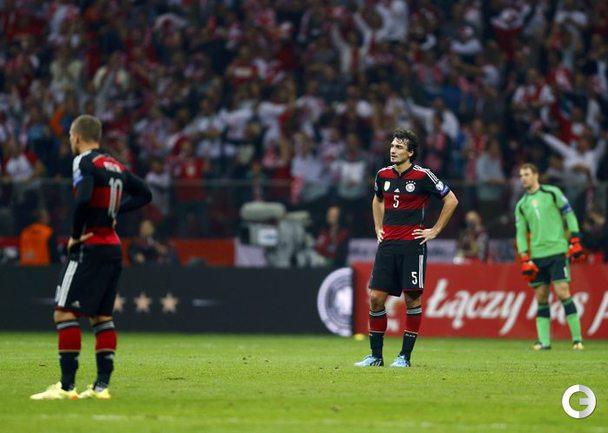 Германия пропустила два мяча от Польши