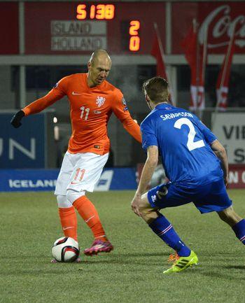 Голландия Гуса Хиддинка оступилась в Исландии