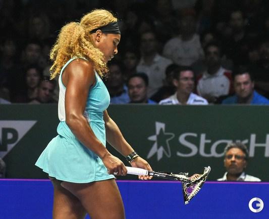 Серена Уильямс ломает ракетки и выходит в финал WTA Finals