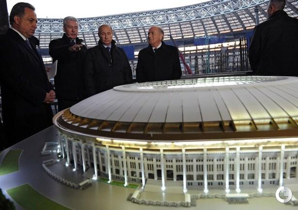 Блаттер прибыл в Москву представить логотип ЧМ-2018