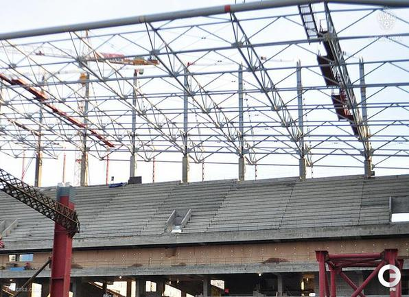 На стадионе ЦСКА практически завершен монтаж козырька