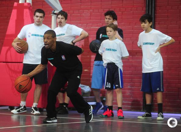 Самый низкий игрок НБА дает уроки в Москве
