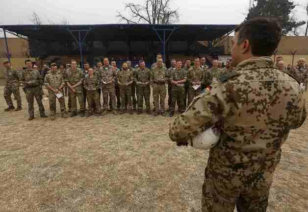 Солдаты из Германии и Великобритании сыграли футбольный матч в Кабуле