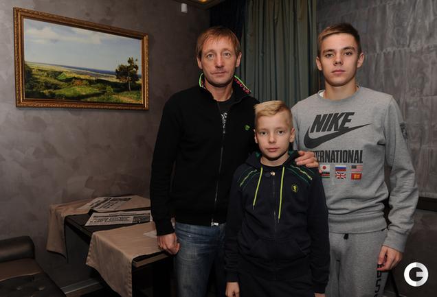 Андрей Тихонов с сыновьями Михаилом и Денисом.