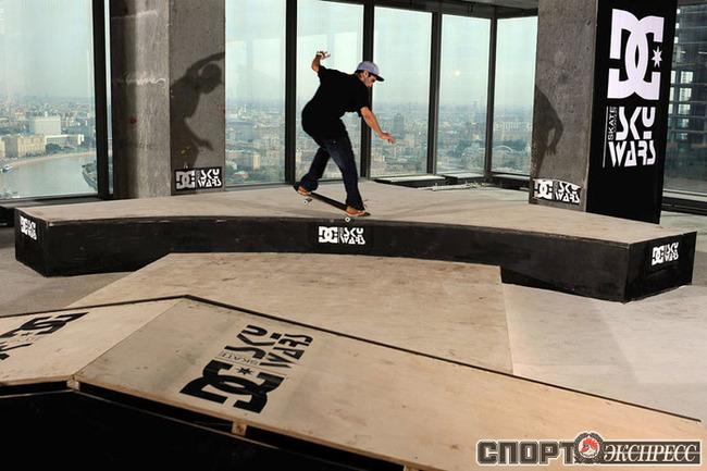 Создатели парка, ребята из SkateCity, провели титаническую работу: помимо фигур специально для мероприятия весь пол в парке был залит ровным слоем бетона. Фото: Лев Маслов.
