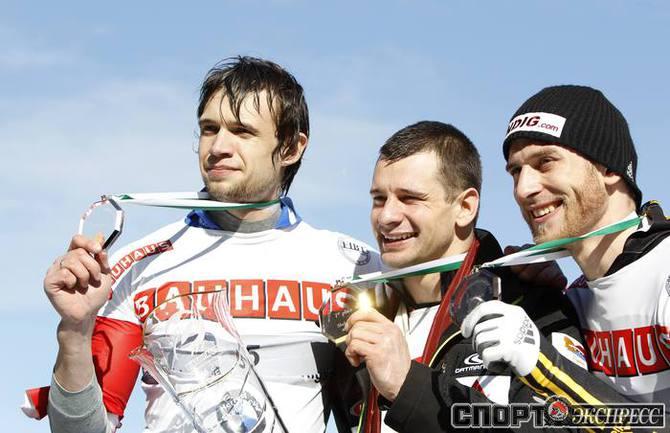 Александр Третьяков (слева) .