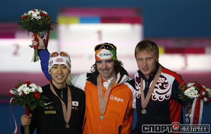 Иван СКОБРЕВ(справа) .