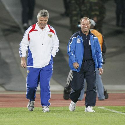Главные тренеры встречающихся команд - Гус ХИДДИНК и Берти ФОГТС.
