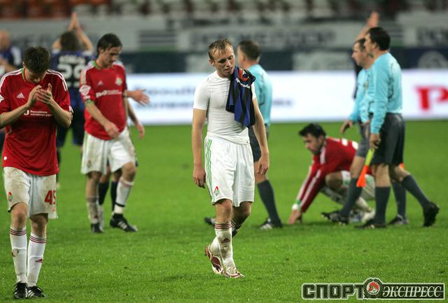 Денис Глушаков и его партнеры после матча.