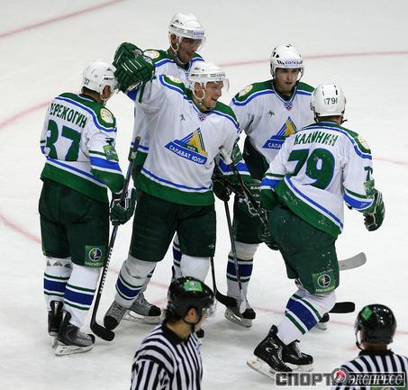 Андрей Таратухин празднует очередной гол.
