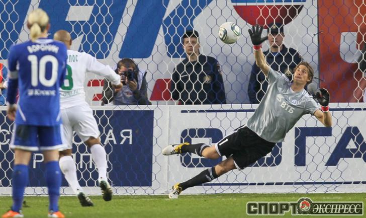 Роберто Карлос забивает первый гол в России.