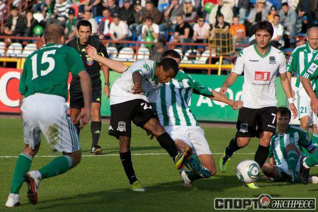 Рамос Жоазинью забивает первый гол.