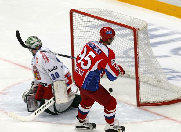 Алексей Морозов реализует послематчевый буллит.