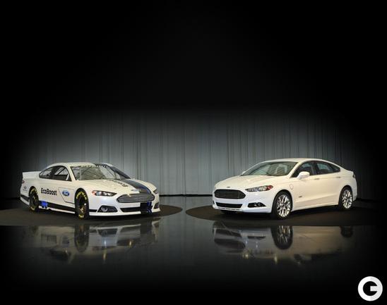Совместная презентация двух версий Ford Fusion прошла на трассе в Шарлотт (Северная Каролина).