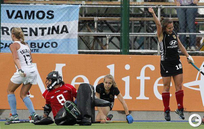 Хоккеистки на траве в Аргентине. Фото REUTERS