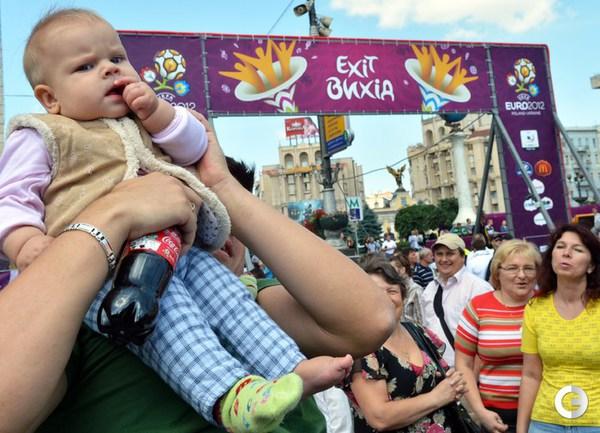 БОЛЕЛЬЩИКИ НА УЛИЦАХ ГОРОДОВ EURO-2012