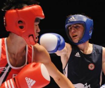 Россиянин Давид АЙРАПЕТЯН (справа) в бою с корейцем Хун ДЖОНГ ШИН. Фото AFP Фото «СЭ»